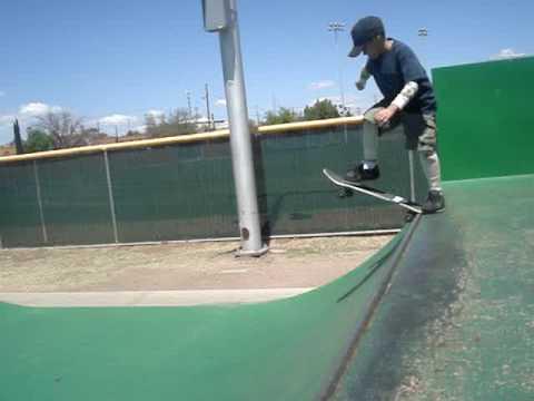 CachMach skating in Nogales, Arizona Skatepark