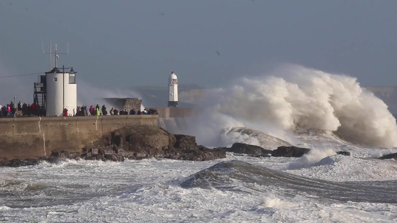 lighthouse porthcawl pier huge - 1280×720