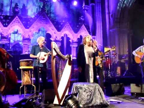 clannad-two-sisters-live-in-christ-church-cathedral-dublin-29-01-2011-dubhy63