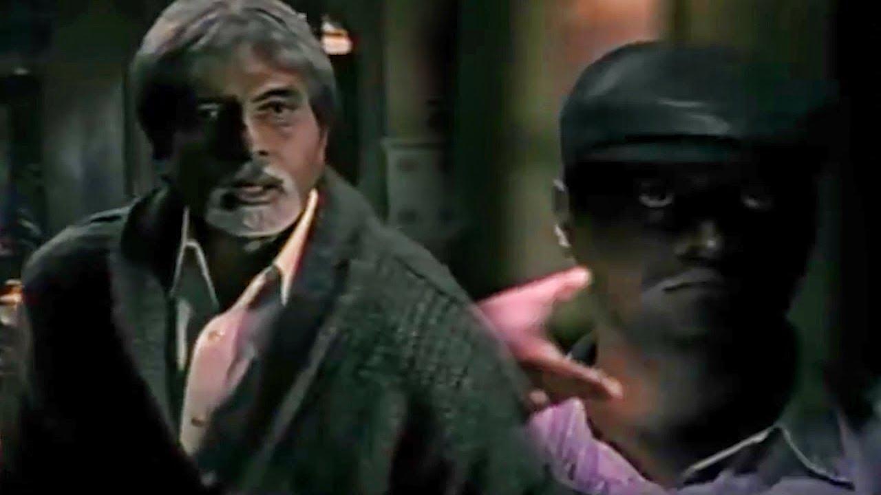अमिताभ बच्चन के घर में किसी अजनबी इंसान का था साया देखिये फिर क्या हुआ। बेस्ट बॉलीवुड हॉरर मूवी सीन