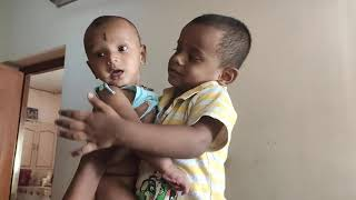 Baby sing first song with him brother