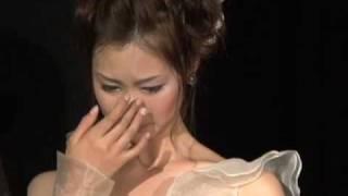 ウエディングドレス姿で涙を流すエントリーNo.2平賀翔子.