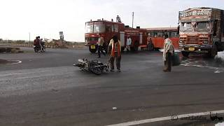 Egg Accident: Road accidents In India: Nikon P900
