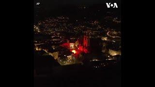 """庆祝""""光之日"""" 意大利艺术家点燃SOS照明弹"""