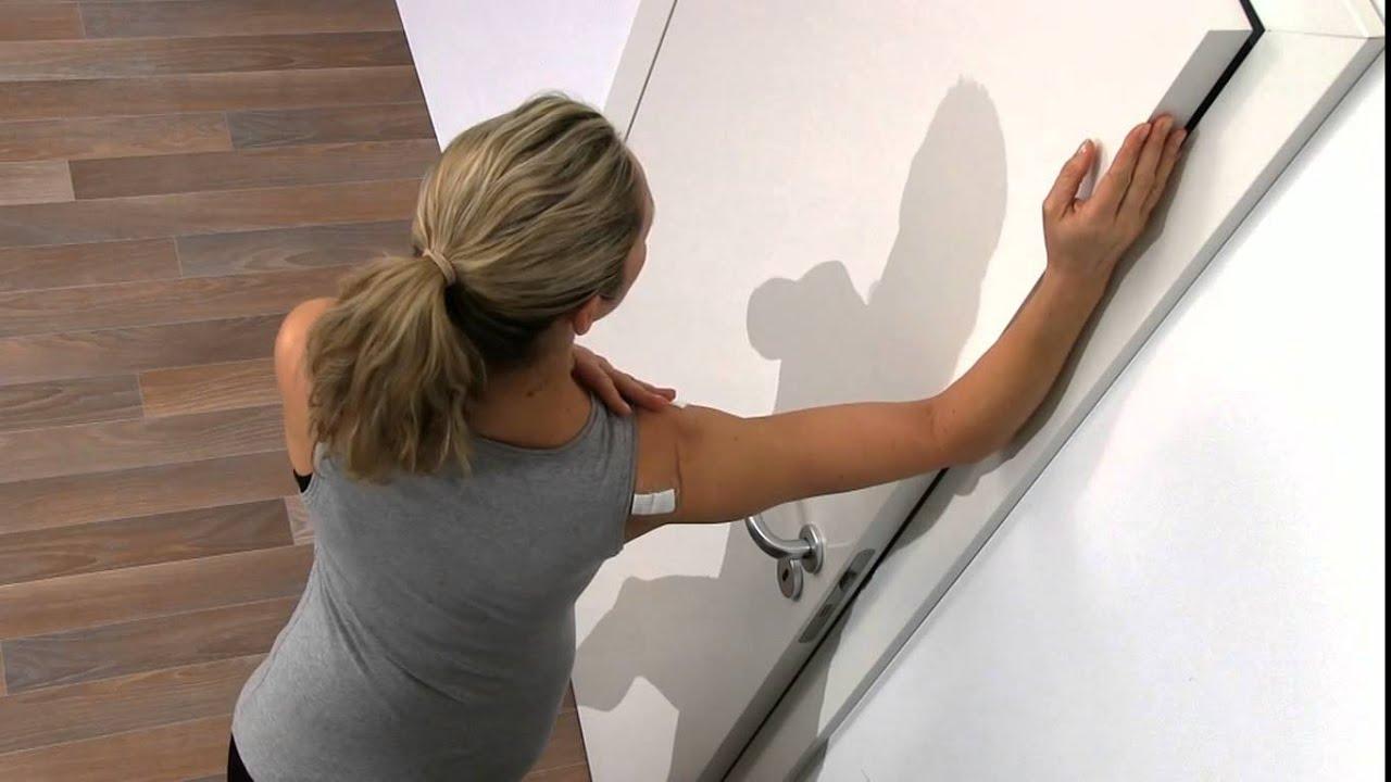 Schulter Reha: Dehnung Brustmuskulatur - YouTube