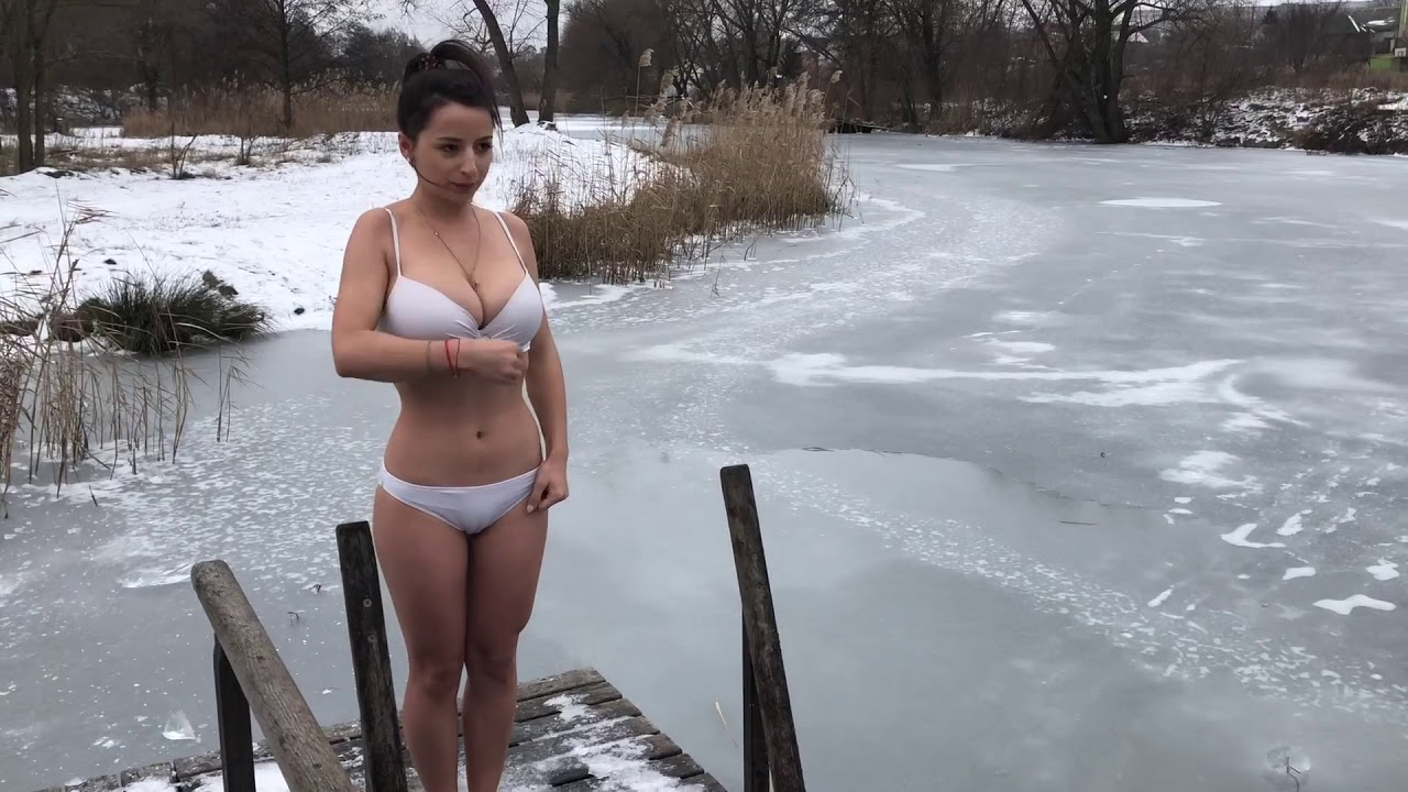 Фото голых зрелых женщин зимой