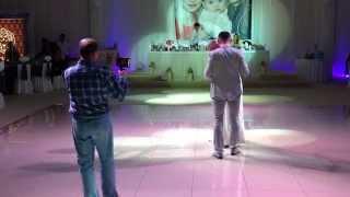 Тяжелый дым. Первый танец молодоженов. Mediamusic.md(Очередное видео первого танца молодоженов. Генератор тяжелого дыма в действии. Дополнительная информаци..., 2014-03-05T20:34:40.000Z)