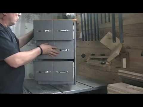transformation relooking d 39 un petit meuble en style industriel kastepat youtube. Black Bedroom Furniture Sets. Home Design Ideas