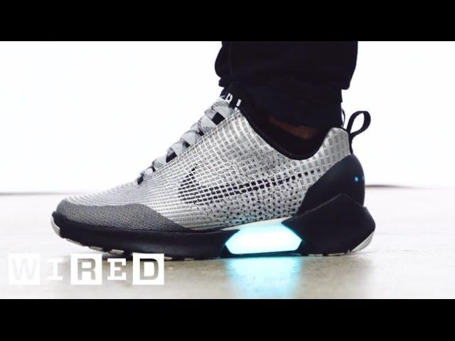 Nike auto-allaccianti da basket nel 2019. Marty McFly di