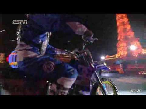Incroyable saut à moto