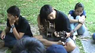 Em là ai, tôi là ai guitar