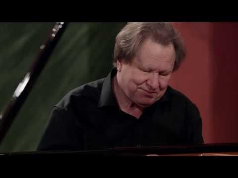 ROLAND BATIK - Mozart: Sonata A-dur KV331