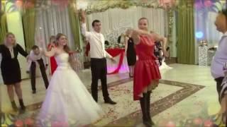 Прощальный танец молодых.  Русская свадьба