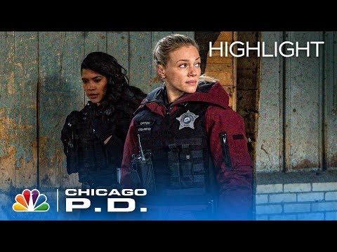 Rojas Takes Extra Precautions To Not Get Made When She's Undercover - Chicago PD