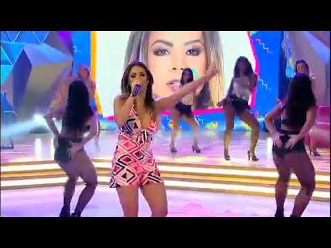 Lexa canta o sucesso Movimento e coloca a plateia do Legendários para dançar