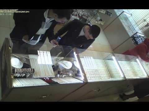Кража золотой цепочки в магазине Снежинка г. Сургут