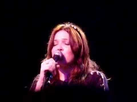 Mandy Moore (live) - Umbrella (Rihanna cover)