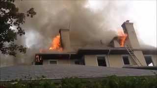FDNY RESPONDING & ON SCENE BATTLING A 2 ALARM FIRE IN DOUGLASTON AREA OF QUEENS IN NEW YORK CITY.