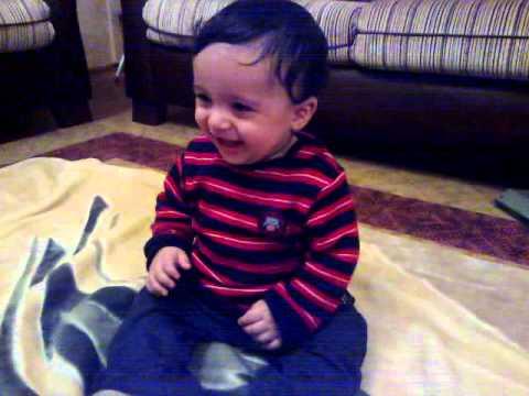 gülmekten kusan bebek :D