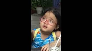 Phải replay liên tục clip đáng yêu của bé gái giận dỗi vì tưởng bố không quan tâm