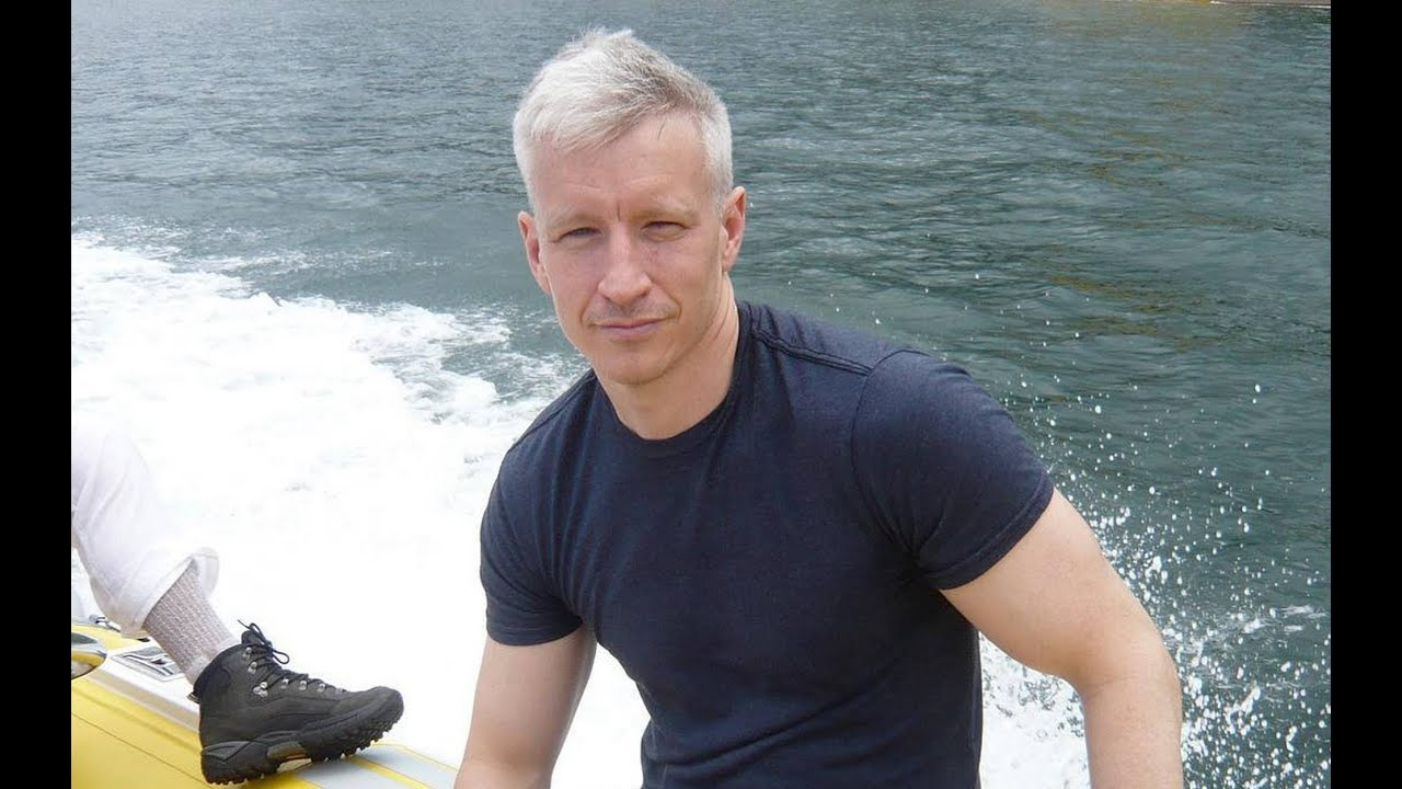 CNN Anchor Anderson Cooper's Family: Mother, Brothers