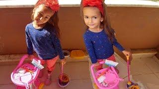Elif barbie temizlik seti ile balkonu temizliyor, eğlenceli çocuk videosu
