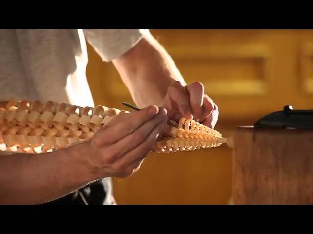 Un pezzo di legno, lavorato che si trasforma in un oggetto incantevole