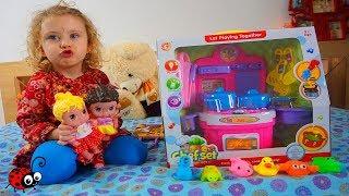 Ce cadouri a primit Melissa la ziua ei de nastere   Video pentru copii