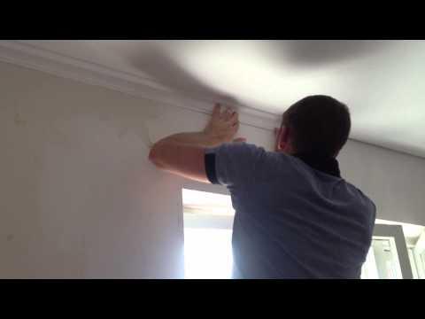 видео: как клеить и красить галтелю под натяжной потолок