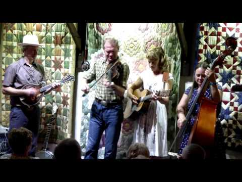 Tippy Toeing : Foghorn String Band @ The Red Room, Cookstown