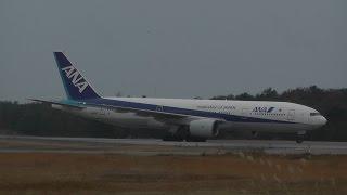 小松空港で撮影したANA Boeing 777-281 JA8197 ランウェイ06に着陸する...