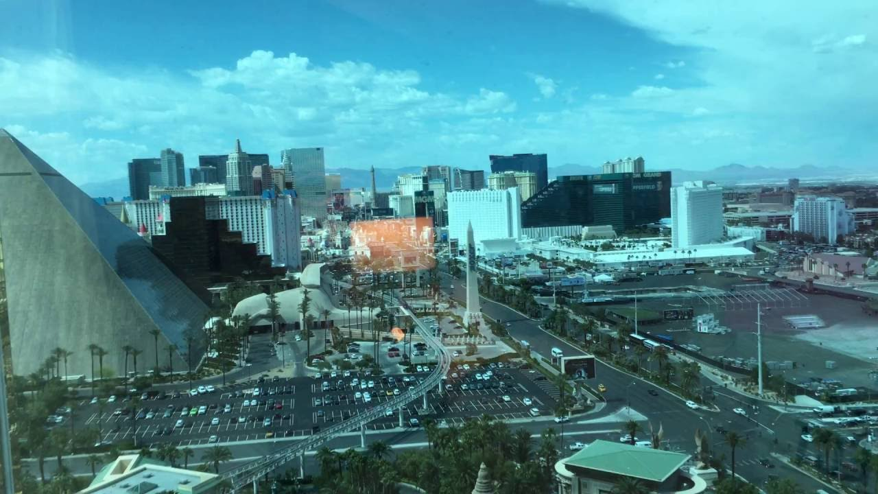 Mandalay bay resort location on strip