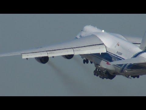 Antonov AN-124 heavy departing NASA