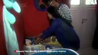 Repeat youtube video Intip Yuk, Serunya Faby Marcelia-Revand Mandikan Anak