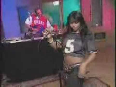 LIL KIM performing magic stick