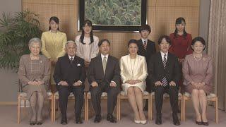 天皇ご一家は1日、代替わり後の令和最初となる新年を穏やかに迎えられた。宮内庁が公表した写真には、ご一家が赤坂御所の談話室に集まり、...