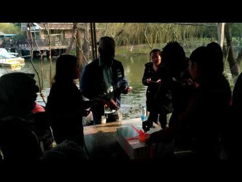 我们是留学生。(Les Etudiant Etrangers) 我们住上海漕宝路120 My Travel in China Comoros.