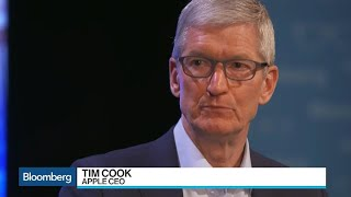 Apple CEO Told Trump Tariffs Are `Not the Right Approach\'