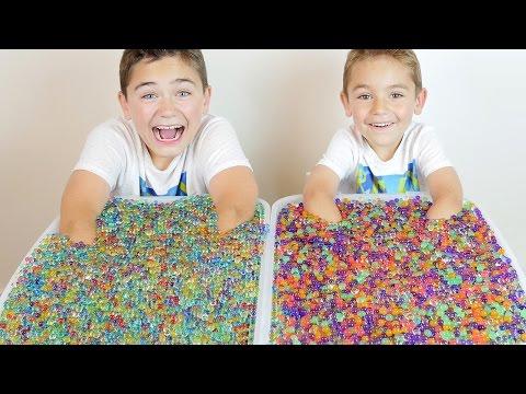 ORBEEZ  CHALLENGE ! Surprises et Bonbons Cachés dans des Milliers D'Orbeez :)