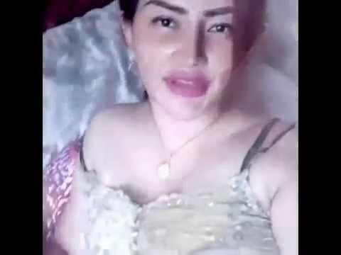 Tante Binal Sisca Melliana berpose HOT!!
