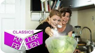 Martina kauft Salat in Bio-Qualität