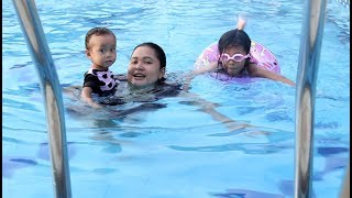 Bayi Lucu Bermain di Kolam Renang Bersama Kakak Shinta - Kids playing in swimming pool