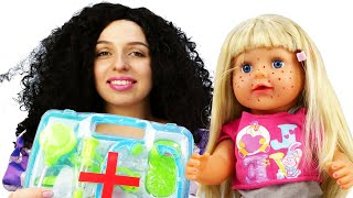Видео игры доктор - Сестричку Беби Бон лечат Принцессы Дисней! - Как Мама игры для девочек
