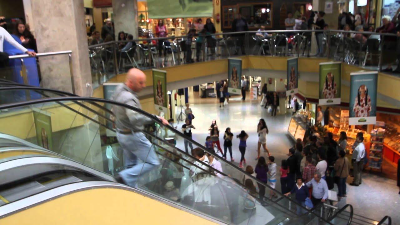 Flashmob centro comercial colombia madrid video 5 youtube for Centro comercial sol madrid