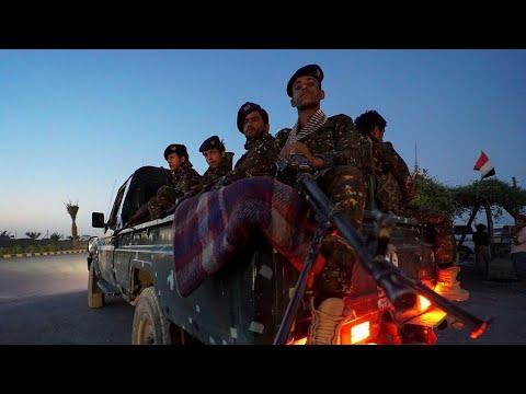 ...الحرب في اليمن:التحالف يعلن عنمقتل 92 حوثيا على الأق