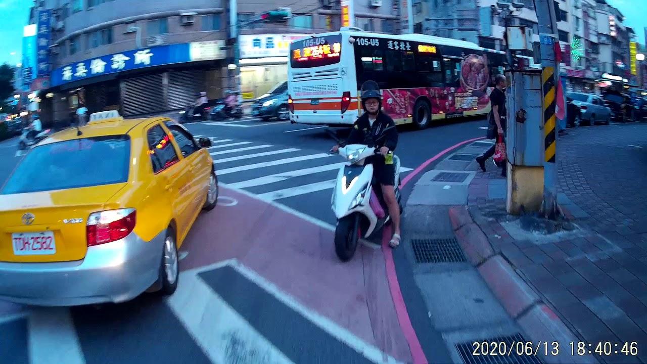 2020 06 13 為何她把車停在那裡這麼的理所當然??