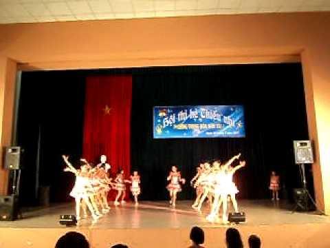 Múa tập thể 2011 - Hà Nội mùa hè của tuổi thơ
