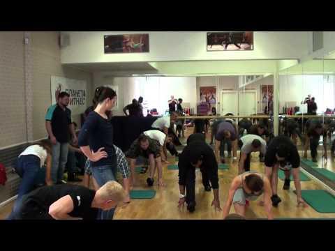 Akmal Kadri - Academy fitness teaching how to stretch #2- Moscow Russia
