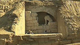 В Греции нашли возможную могилу Македонского (новости)(http://ntdtv.ru/ В Греции нашли возможную могилу Македонского. Археологи Греции вплотную подошли к разгадке того,..., 2014-08-14T09:42:07.000Z)