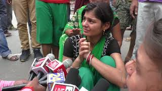 मृतक रामजी मिश्रा की पुत्री देती बयान गोपीगंज चक्का जाम